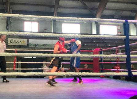 Jürg, rot (BOXING TEAM ITTIGEN) in seinem 4. Kampf - SA 25. Mai 2. LC-CUP 2019 @ Tramelan