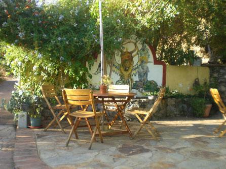 Selle baumeln lassen und relaxen auf dem Gelände der Porca Preta,Pontalinho in der Serra de Monchique dem Hinterland der Algarve,Süd Portugal