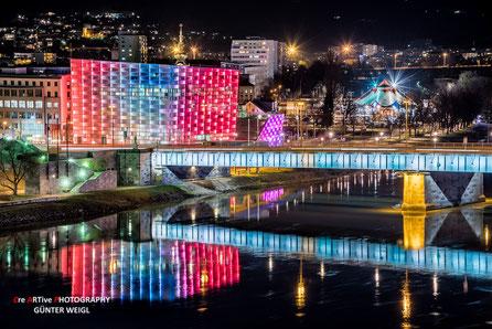 Linz bei Nacht, AEC mit Nibelungenbrücke