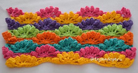 Punto de abanicos calados con borde popcorn tejido a crochet