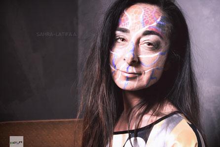 Portraitaufnahme mit Modellen und isagistin Kathrin. Bearbeitung SahraLatifa Warrelmann. Aufnahme im Studio