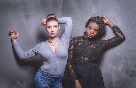 Studioaufnahme zwei Freundinnen, Fotoshooting zusammen in Luwigsburg