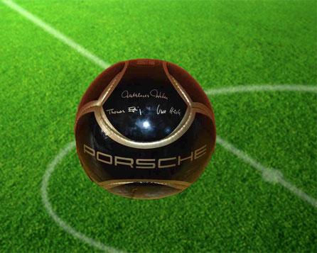 Original Porsche-Fußball Signiert von Udo L. heute ab 18 Uhr bei eBay