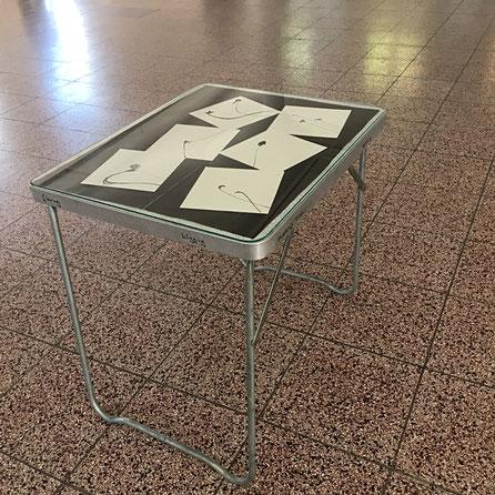 kohle auf papier 15x15, tisch, glasplatte