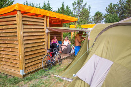Emplacement XL Glamping avec salon lounge