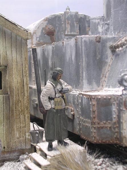 Der Ofen und die Figuren (nebst Hund) sind eine alte Tamiya-Gruppe-in ihren Winterjacken geben sie immer noch den perfekten, frostigen Eindruck wieder.