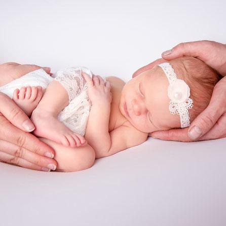 newborn in cirkel