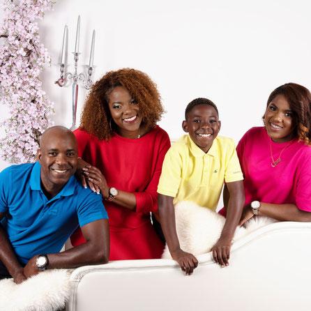 familie in kussengevecht