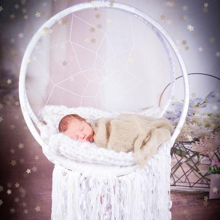 newborn in decors