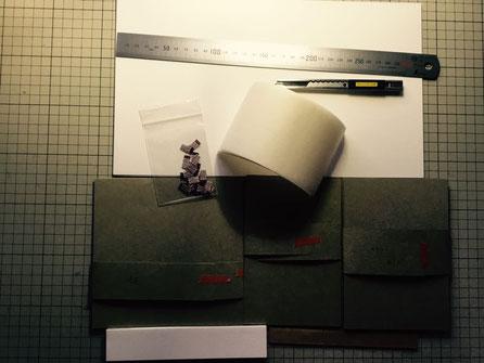 芯材の上に貼る紙や、本文と接着するための準備をカット。