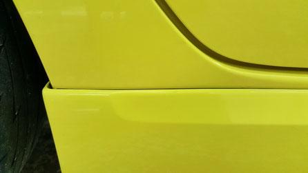スイフトスポーツのサイドステップの黒ずみ除去 濃色車の水垢汚れ改善