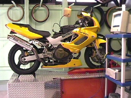 controle sur banc jusqu 39 a 125 cc 35 fournier motos louhans jimdo page. Black Bedroom Furniture Sets. Home Design Ideas