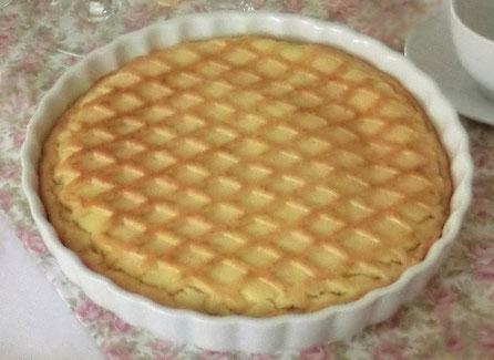 Köstlicher Grießkuchen mit Gitternetz