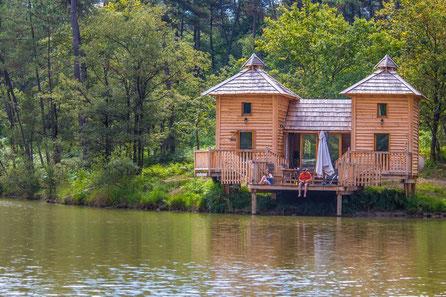 Cabane château, cabane sur l'eau dordogne