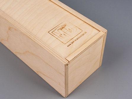 Produktverpackung aus Holz mit deinem Logo