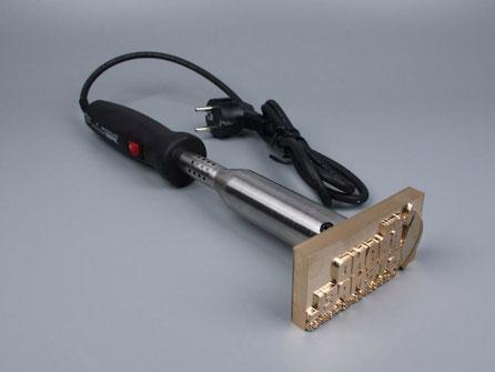 Elektrisches Brandstempelgerät mit Brennplatte und Leistungsregler