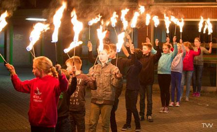 Feuerpoi, Lembeck, Spielmannszug Grün-Weiß Lembeck, Feuerworkshop, Feuershow, Fackel, Fackeln, Choreographie, Dorsten, Recklinghausen, Feuerartist