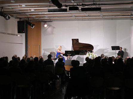 Ivona Suma, Pianistin