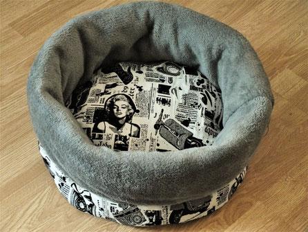 Katzenbett Kuschelsack 50er Jahre-Motive schwarz auf weiß Kuschelfleece dunkleres Grau