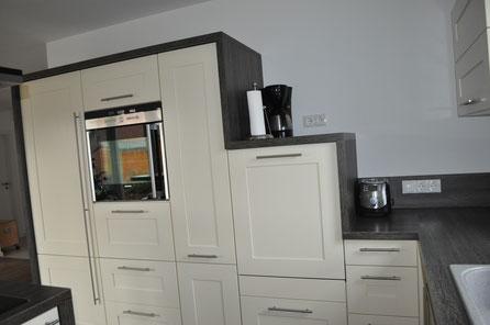 Kühlkombi, Ofen und hochgesetzter Geschirrspüler (!)
