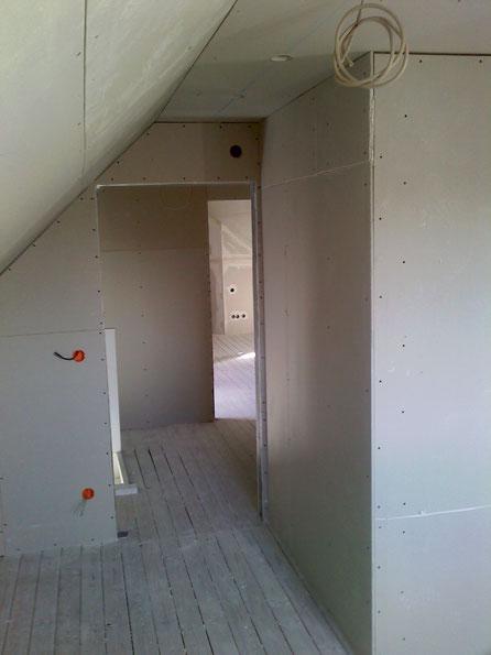 Dachgeschoßausbau in Trockenbau einschl. Sparrendämmung und Schalldämmplatten
