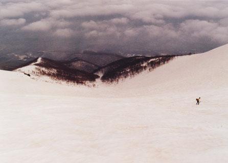 1989.5 「弥生コース」大黒沢大斜面(右端は長兄)