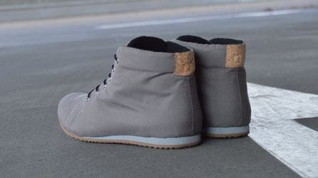graue high-top sneaker vegan kork bio-baumwolle