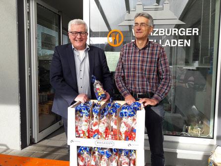 Im Bild v.l.: Hubert Baum (Eisbären e.V.), Ekkehard Messow (Würzburger Tafel), Foto: Roland Stengl (Eisbären e.V.)