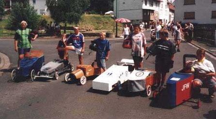Teilnehmer am Seifenkistenrennen
