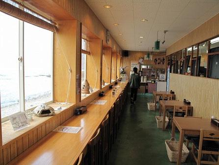 11:17 ここの素晴らしいのはウトロの港を見ながら食事が出来る事。