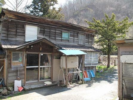 温泉隣の民家に入浴料200円を支払う。