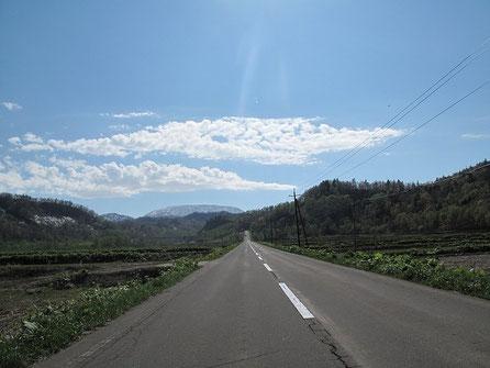 道道94号線を増毛に向かう。携帯電話も繋がらない、完全な田舎道だ。