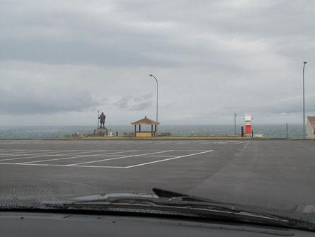 10:00 弁慶岬。強烈な風で外に出られず。
