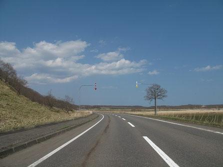 暫く海は見られないが、この道路、通行量も極端に少なく、大好きな道の一つ