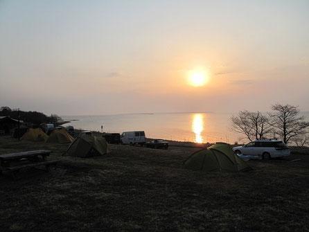 AM4:30起床 この時期にこんなにキャンパーが集まるのも頷ける、素晴らしいキャンプ場だ。