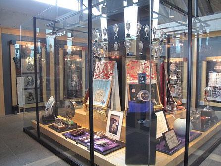千代の富士などの記念品が沢山展示してあるが・・面白いものを発見