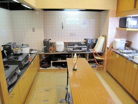 基本山小屋なので自炊設備があります。ちなみにここでの宿泊は2,600円です。