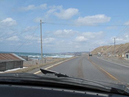 天気は割と良いが、風が強く海は荒れている。