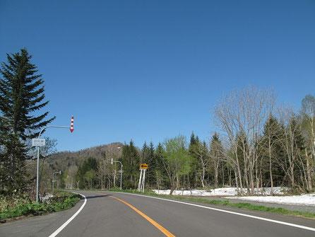 5月も後半と言うのにまだこの辺には残雪が残っている。が、気温は暖かくオープン日和。