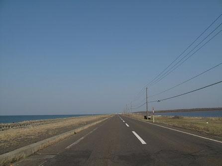 野付半島。道は狭い。