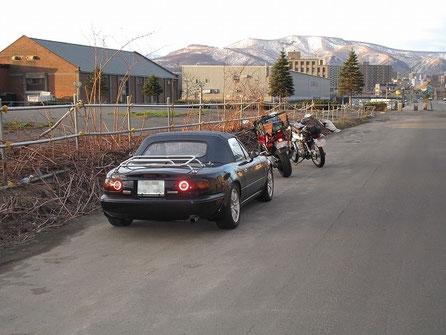 5:06 食事後車に戻ると、本州ナンバーのバイクが停まっていた