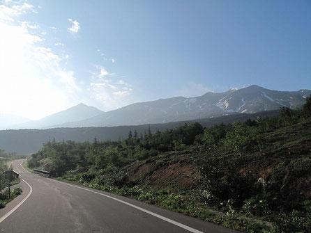 十勝岳は活火山で何十年かに一度噴火します