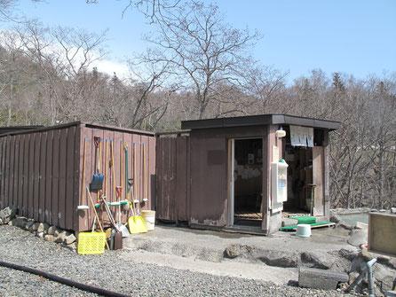 2010年5月 左の建物(囲い)は女湯