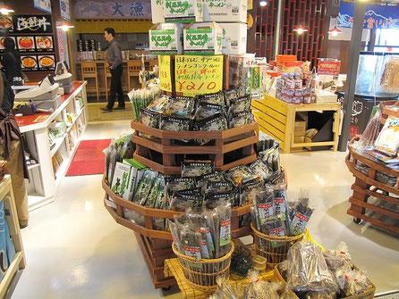 あっ、このインスタントの利尻昆布ラーメン、この前TVでインスタントラーメン日本一に輝いたものだ。家族にお土産とした。後日戴きましたが、美味しかったです。