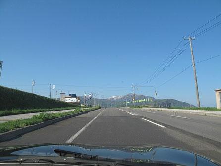キャンプ場から10キロ離れた歩古丹小学校に再び向かう!
