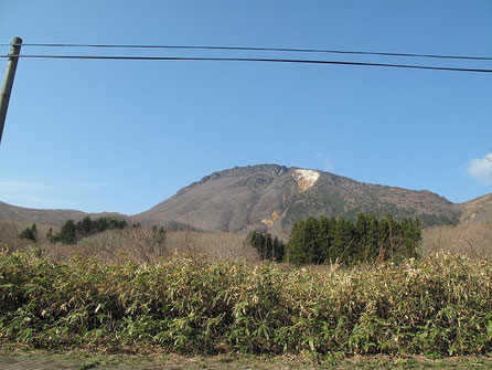 右手には活火山である恵山(えさん)が見える。硫黄の匂いもぷんぷんする。