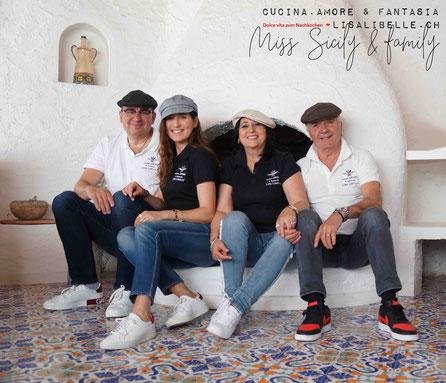 """Sommer 2019: Wir durften als Team in Sizilien schöne Erfahrungen  sammeln. ein grosses Familientreffen, zusammen kochen & backen, die Insel bereisen. Ich habe von der """"Heimatinsel"""" für """"cucina.AMORE & fantasia"""" viel Inspiration & Geschichten mitgenommen!"""