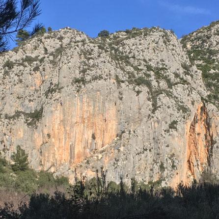 Verschillende klimwanden in de vallei