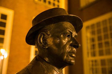 Standbeeld Louis Couperus, Lange Voorhout, Den Haag