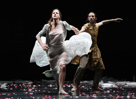 Pearl, Choreography E. Wubbe, Dancers: Ralitza Malehounova, Loic Perela, Photographer: Hans Gerritsen, Rotterdam 2012